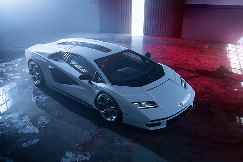 計畫中提到第一階段會帶來兩款V12引擎車型,之前發表的Countach就是其中一款。