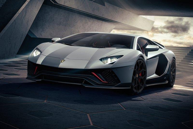 關於下一代Aventador的油電動力總監Francesco Scardaoni只透露會是全新系統。