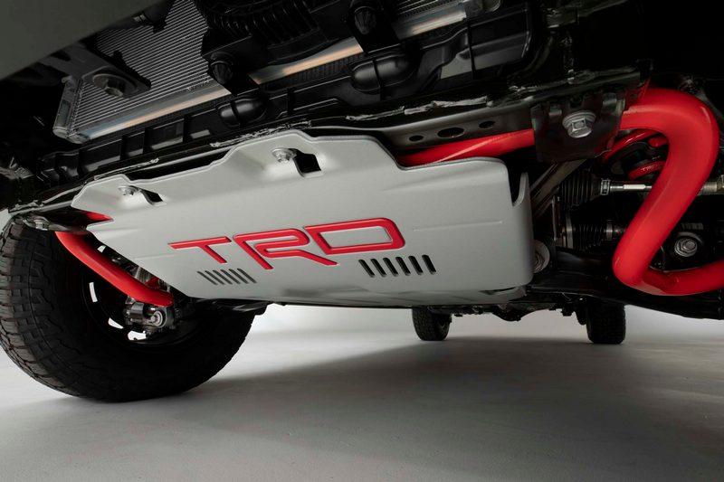 TRD車型配有TRD防護板及防傾桿。