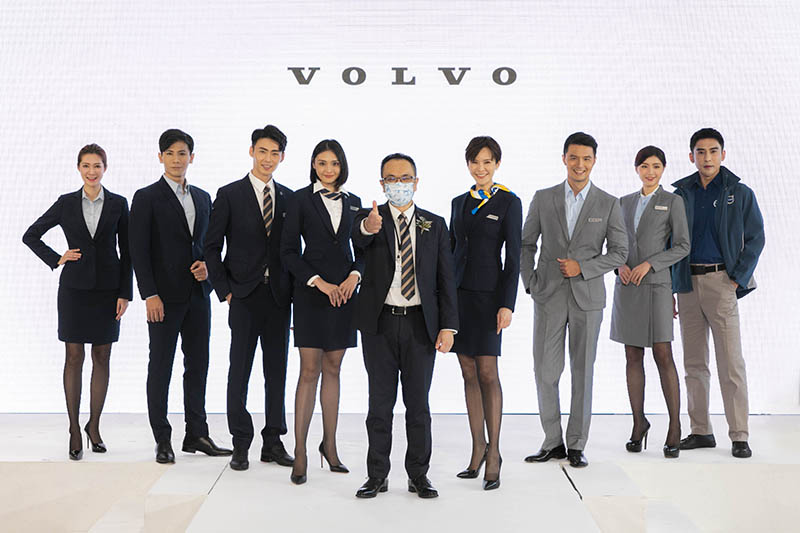 國際富豪汽車總裁陳立哲先生(圖中)親臨台南 Volvo 匯勝汽車中華展示暨服務中心開幕典禮,並展示全新服務時裝,打造嶄新服務能量引領豪華車市。