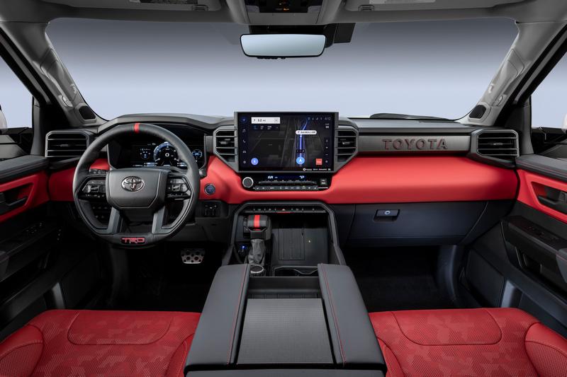 Tundra座艙除有強悍線條也有許多科技配備。