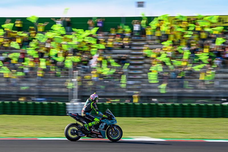 Rossi向眾多車迷支持者道別。