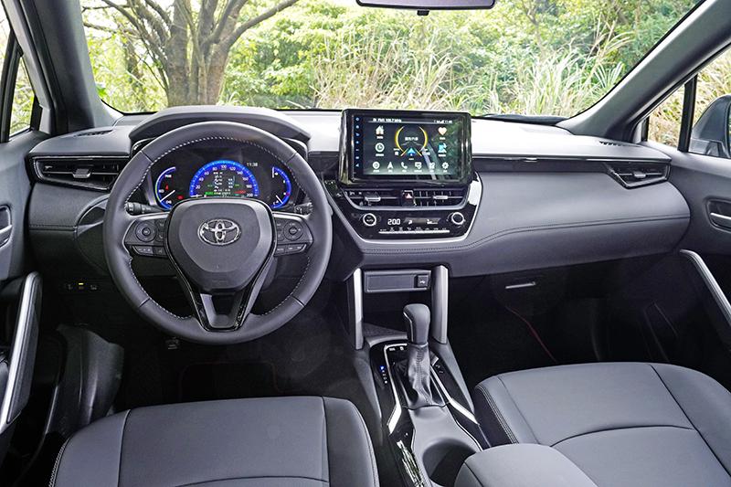 車艙基本格局並未變動,卻利用不同配色與飾板調配出全新的座艙氛圍