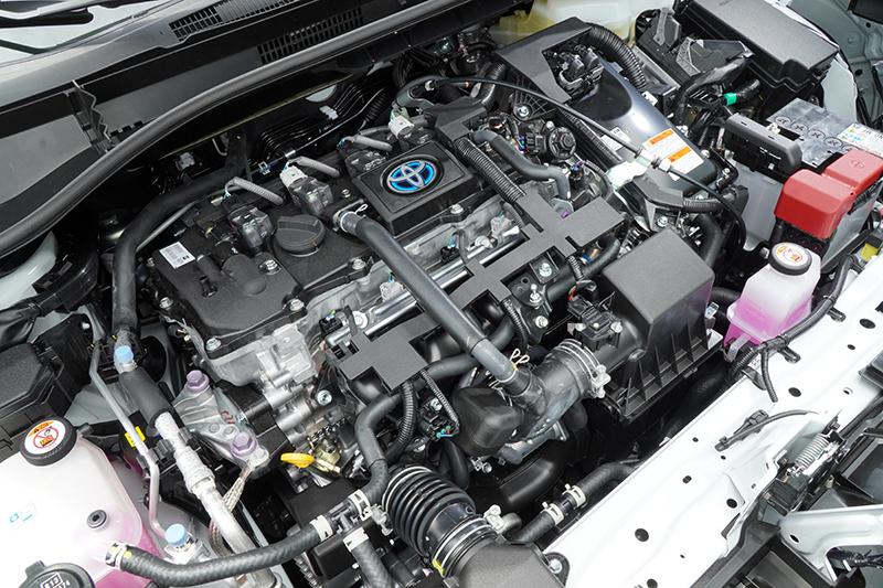 動力並未隨著底盤的升級有所調整,同樣是那具1.8升自然進氣引擎搭配電動馬達與E-CVT變速箱的組合