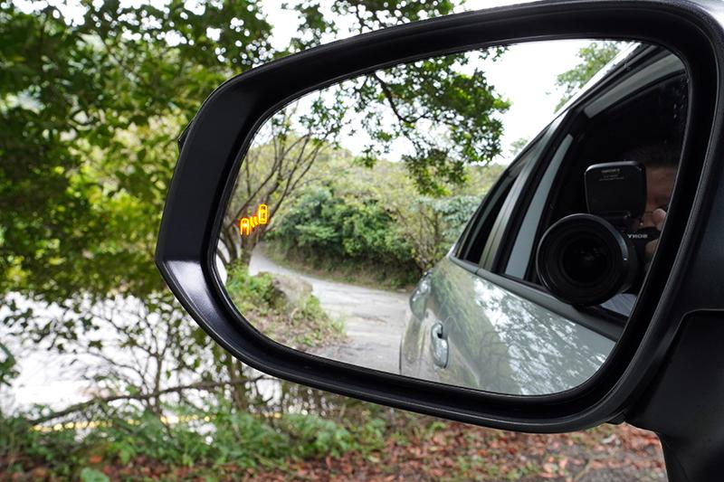 BSM車側盲點偵測系統需透過選配才可擁有