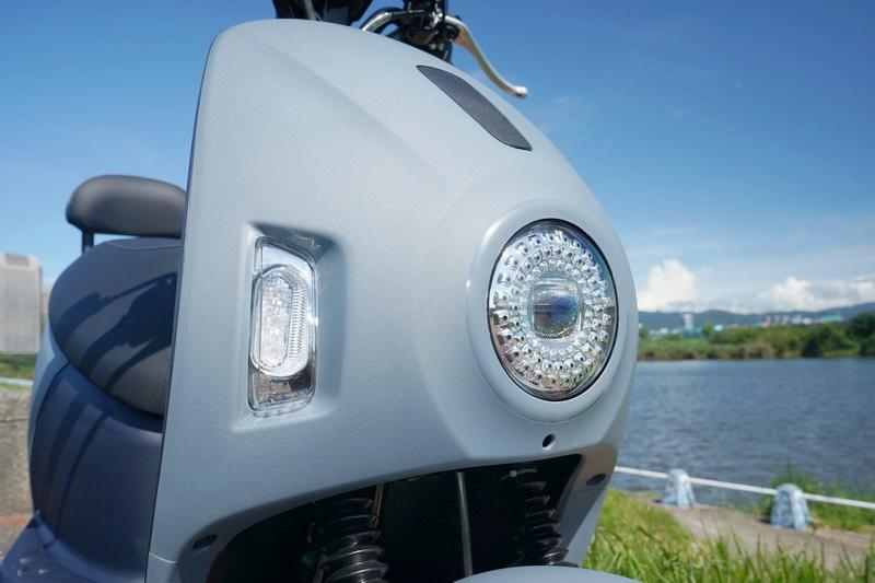 以類似多組鑽石排列而成的LED頭燈,第一眼就對其投下深刻印象