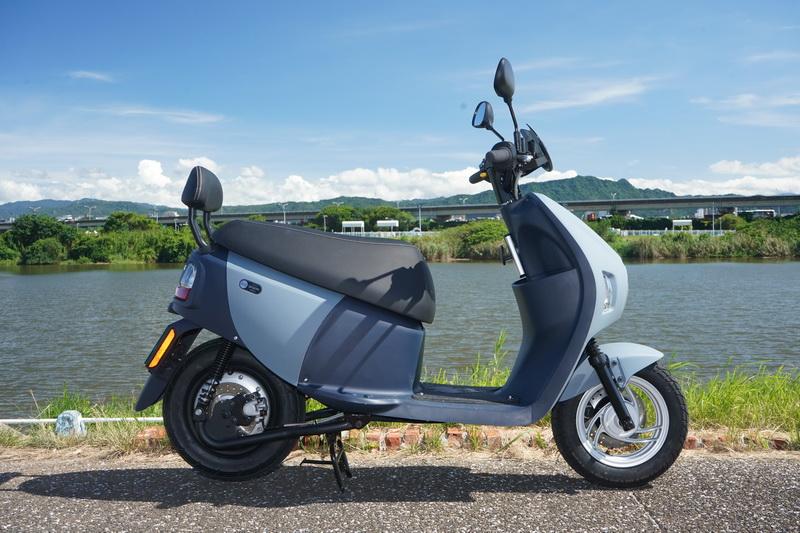 EZ1在車長、車寬、車高皆略小於傳統燃油車,約160公分身高也能輕鬆雙腳著地