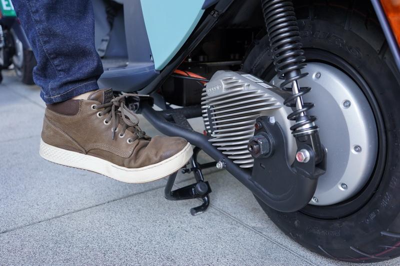 省力中柱的設計在操作上不須花太大力氣便能將車身撐起