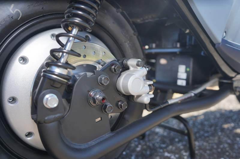 後輪採高檔的雙槍避震及制動力強的碟煞系統
