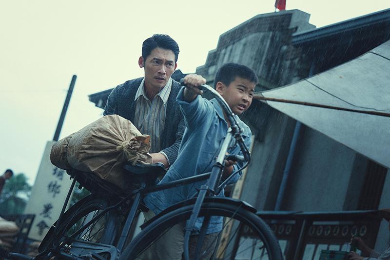 【車勢星聞】《茶金》溫昇豪演繹異鄉人,藉由現代史觀看待過去。(圖:公視提供)