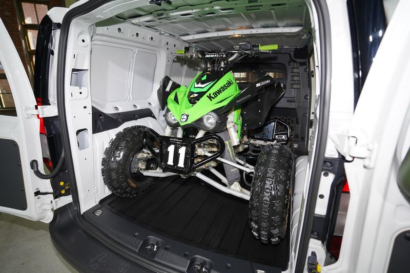 充足的高度與寬度擺進一輛ATV越野車也不成問題