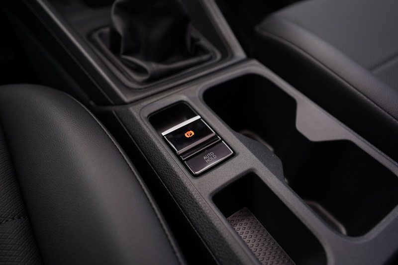 Caddy Cargo即便是商車設定,但電子手煞車與Auto Hold功能同樣保留