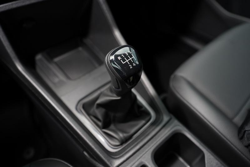 6速手排變速箱檔位明確,搭配防熄火功能開起來不感壓力