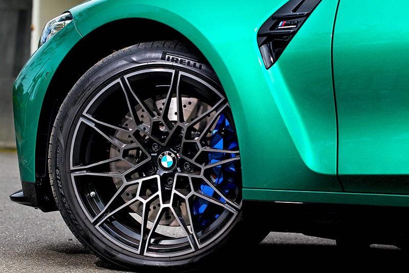 輪圈採前19吋後20吋搭配。