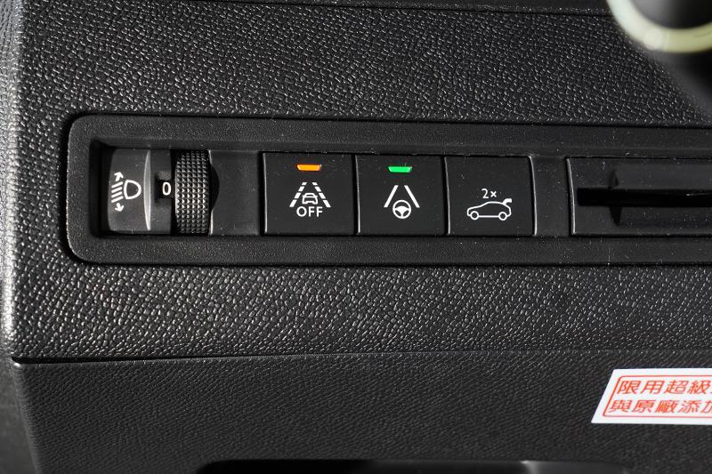 ADAS先進駕駛輔助系統新增了LPA車道保持系統,也就是是一般說的車道置中系統,可在巡航時將車輛維持在車道中央。
