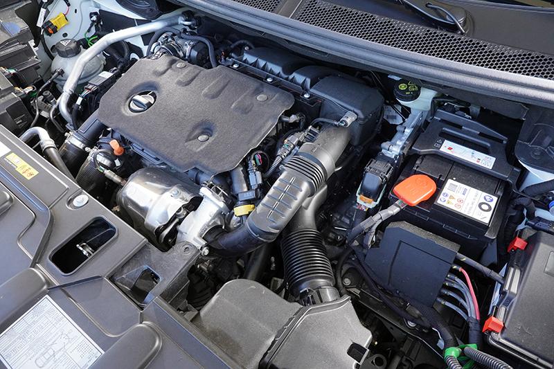 5008搭載1.5升柴油渦輪引擎,具有19.4km/L超亮眼節能表現,甚至比多數汽油動力小車還來得更省油。