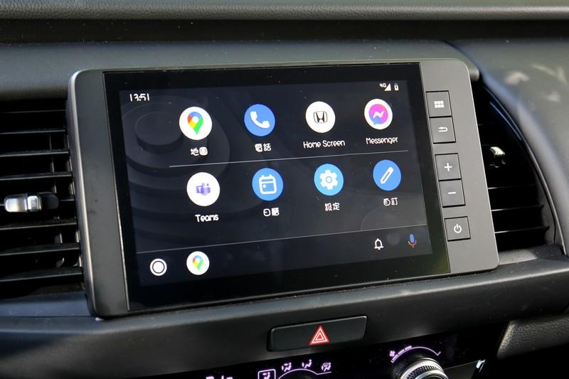 位於中控台上的8吋觸控式音響主機不僅內建USB輸入、藍牙音樂與免持聽筒功能,同時得以實現Apple CarPlay與Android Auto智慧型行動裝置連結。