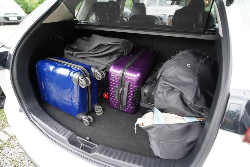 這次長途試駕帶著一行四人的行李加上額外的厚外套讓後廂空間瞬間被填滿