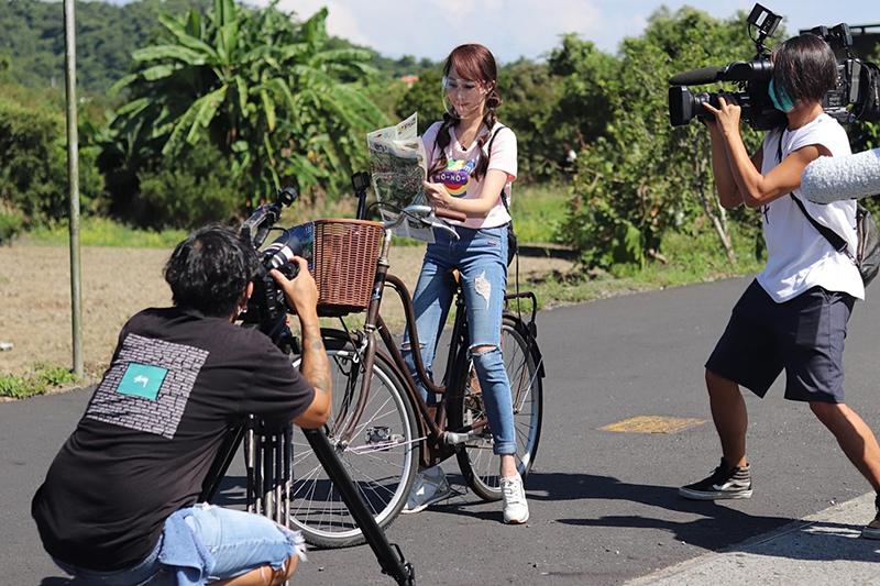 【車勢星聞】黃露瑤吃喝玩樂遊遍宜蘭,喊話「想當觀光大使」。(圖:楠軒工作室提供)
