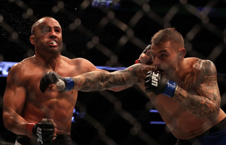 UFC 211:エディ・アルバレス vs. ダスティン・ポワリエ【アメリカ・テキサス州ダラス/2017年5月13日(Photo by Ronald Martinez/Getty Images)】
