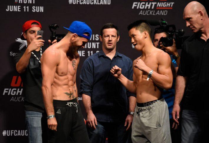 UFCファイトナイト・オークランド:公式計量セレモニーに臨んだティム・エリオットとベン・グエン【ニュージーランド・オークランド/2017年6月10日(Photo by Josh Hedges/Zuffa LLC/Zuffa LLC via Getty Images)】