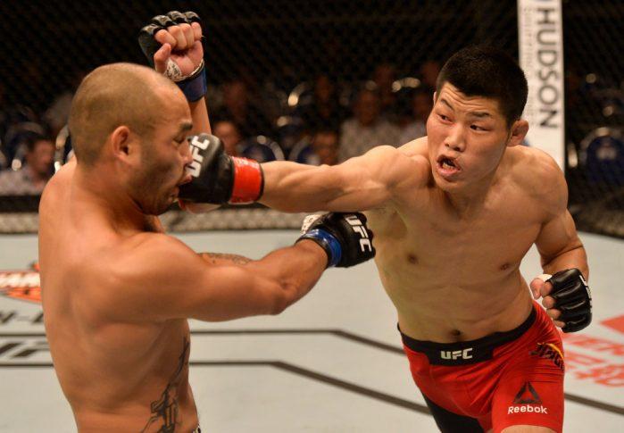 UFCファイトナイト・シンガポール:リー・ジンリャン vs. フランク・カマチョ【シンガポール・カラン/2017年6月17日(Photo by Brandon Magnus/Zuffa LLC/Zuffa LLC via Getty Images)】