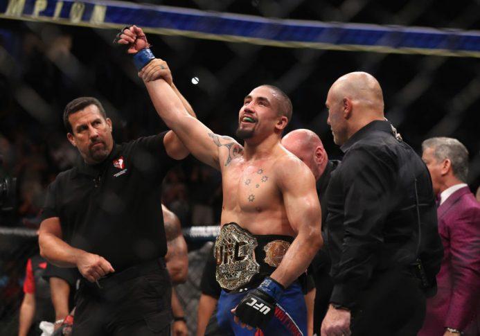 UFC 213:ヨエル・ロメロ vs. ロバート・ウィテカー【アメリカ・ネバダ州ラスベガス/2017年7月8日(Photo by Christian Petersen/Zuffa LLC/Zuffa LLC via Getty Images)】