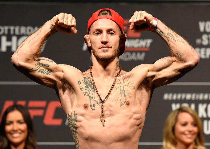 UFCファイトナイト・ロッテルダム:公式計量セレモニーに登場したマイク・サンチアゴ【オランダ・ロッテルダム/2017年9月1日(Photo by Josh Hedges/Zuffa LLC/Zuffa LLC via Getty Images)】