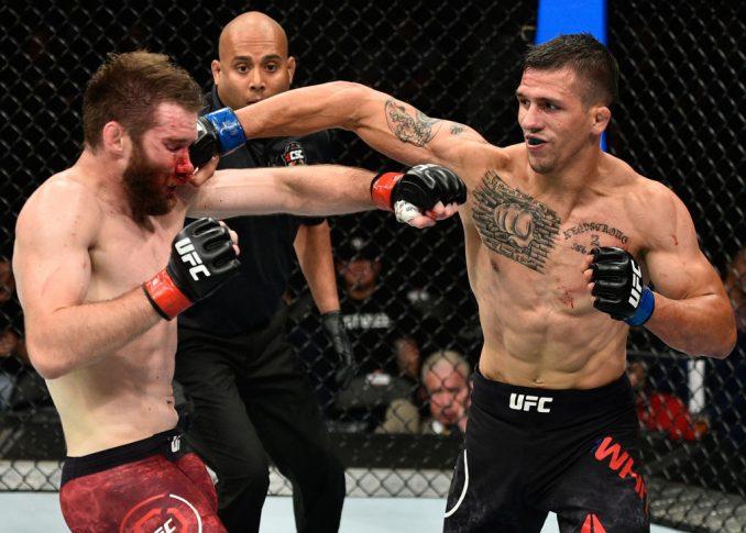 UFC 215:ミッチ・クラーク vs. アレックス・ホワイト【カナダ・エドモントン/2017年9月9日(Photo by Jeff Bottari/Zuffa LLC/Zuffa LLC via Getty Images)】