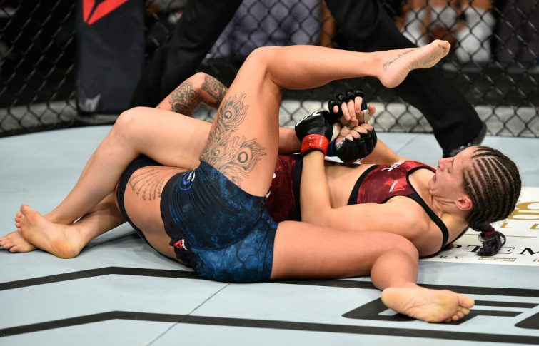UFC 215:サラ・モラス vs. アシュリー・エバンス・スミス【カナダ・エドモントン/2017年9月9日(Photo by Jeff Bottari/Zuffa LLC/Zuffa LLC via Getty Images)】