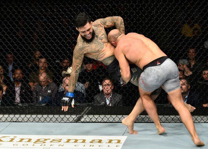UFC 215:イリル・ラティフィ vs. タイソン・ペドロ【カナダ・エドモントン/2017年9月9日(Photo by Jeff Bottari/Zuffa LLC/Zuffa LLC via Getty Images)】