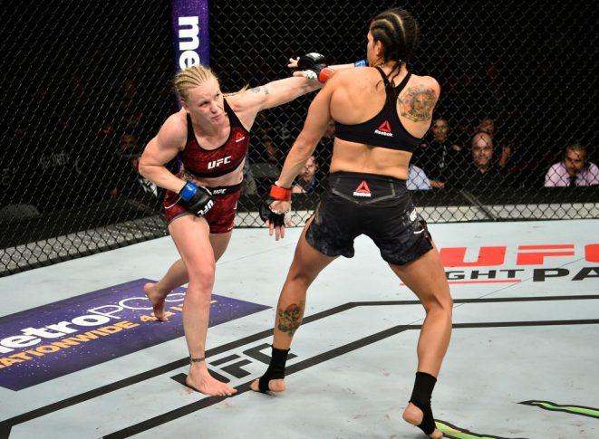 UFC 215:アマンダ・ヌネス vs. ワレンチナ・シェフチェンコ【カナダ・エドモントン/2017年9月9日(Photo by Jeff Bottari/Zuffa LLC/Zuffa LLC via Getty Images)】