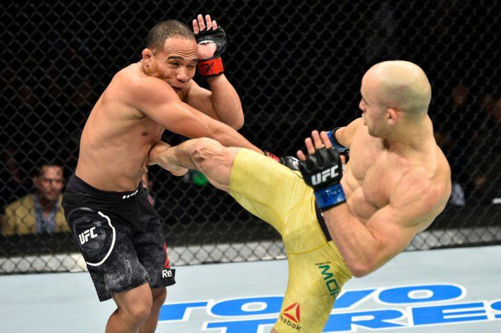 UFCファイトナイト・ノーフォーク:ジョン・ドッドソン vs. マルロン・モラエス【アメリカ・バージニア州ノーフォーク/2017年11月11日(Photo by Brandon Magnus/Zuffa LLC/Zuffa LLC via Getty Images)】