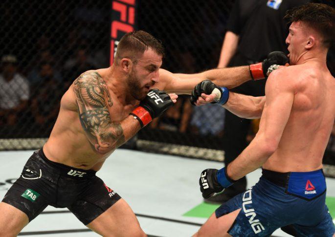 UFCファイトナイト・シドニー:アレックス・ボルカノフスキー vs. シェーン・ヤング【オーストラリア・シドニー/2017年11月19日(Photo by Josh Hedges/Zuffa LLC/Zuffa LLC via Getty Images)】