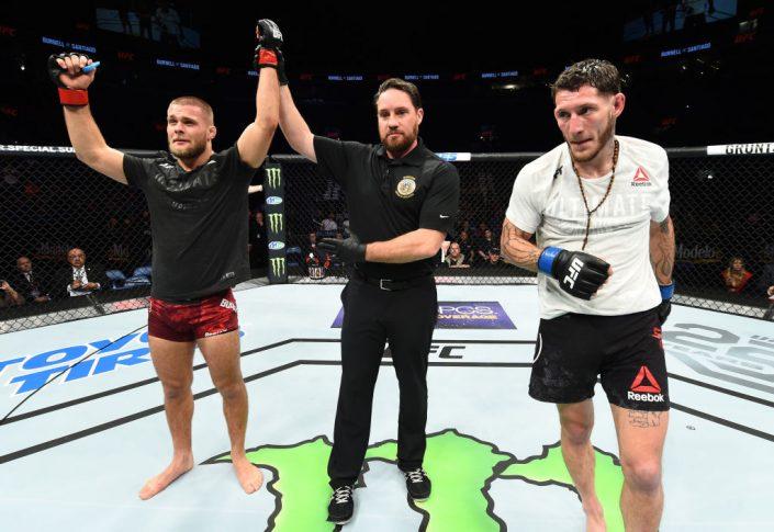 UFCファイトナイト・セントルイス:マッズ・バーネル vs. マイク・サンチアゴ【ミズーリ州セントルイス・アメリカ/2018年1月14日(Photo by Josh Hedges/Zuffa LLC/Zuffa LLC via Getty Images)】