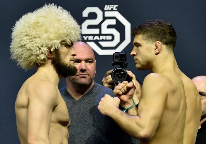 UFC 223:フェイスオフに臨んだハビブ・ヌルマゴメドフとアル・アイアキンタ【アメリカ・ニューヨーク州ブルックリン/2018年4月6日(Photo by Jeff Bottari/Zuffa LLC/Zuffa LLC via Getty Images)