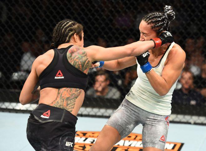 UFC 225:クラウディア・ガデーリャ vs. カーラ・エスパルザ【アメリカ・イリノイ州シカゴ/2018年6月9日(Photo by Josh Hedges/Zuffa LLC/Zuffa LLC via Getty Images)】