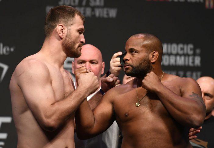 UFC 226:公式計量セレモニーでフェイスオフに臨むスティペ・ミオシッチとダニエル・コーミエ【アメリカ・ネバダ州ラスベガス/2018年7月6日(Photo by Josh Hedges/Zuffa LLC/Zuffa LLC via Getty Images)】