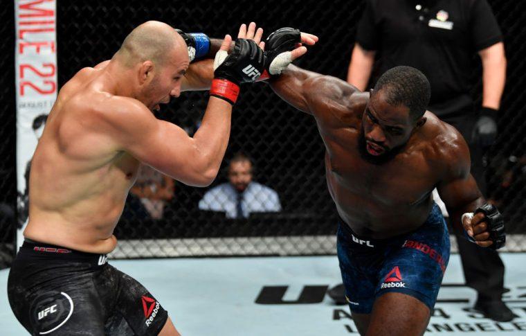 UFCファイトナイト・ハンブルク:グローバー・テイシェイラ vs. コーリー・アンダーソン【ドイツ・ハンブルク/2018年7月22日(Photo by Jeff Bottari/Zuffa LLC/Zuffa LLC via Getty Images)】