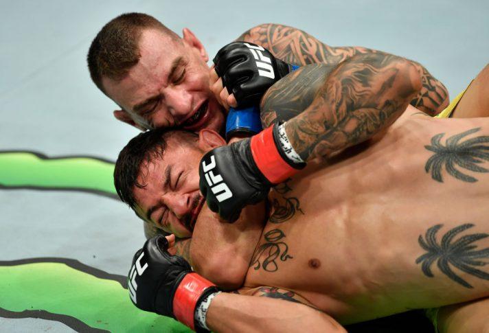 UFC 227:カブ・スワンソン vs. ヘナート・モイカノ【アメリカ・カリフォルニア州ロサンゼルス/2018年8月4日(Photo by Jeff Bottari/Zuffa LLC/Zuffa LLC via Getty Images)】