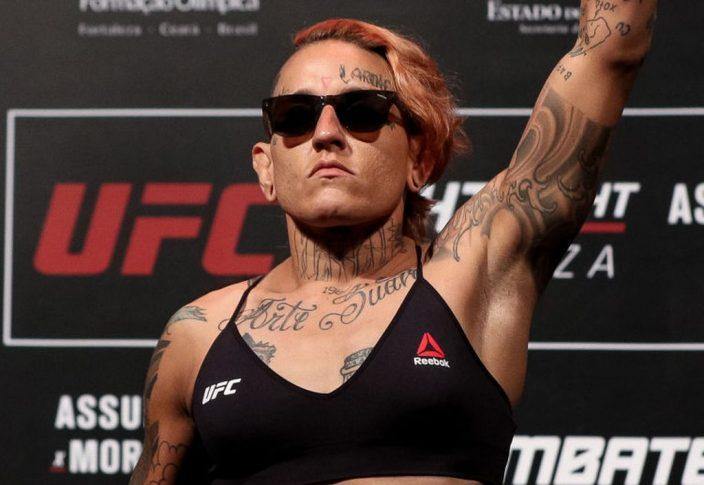 UFCファイトナイト・フォルタレザ:公式計量セレモニーに登場したサラ・フロータ【ブラジル・フォルタレザ/2019年2月1日(Photo by Buda Mendes/Zuffa LLC/Zuffa LLC via Getty Images)】