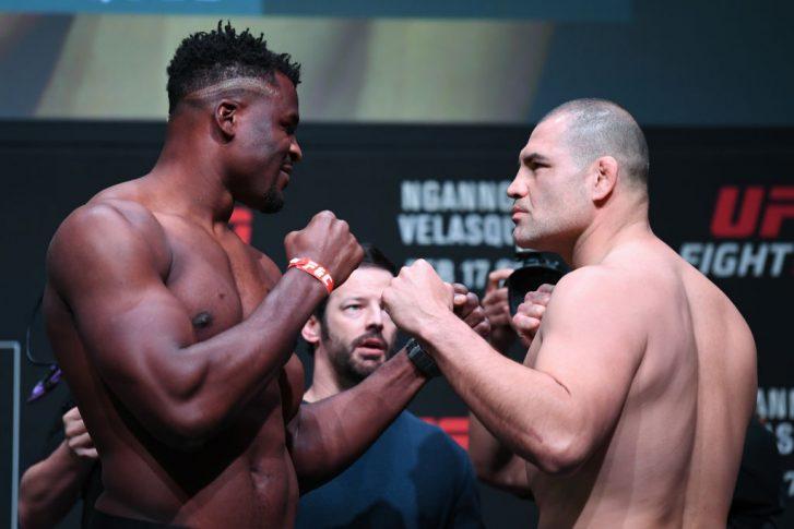 UFCファイトナイト・フェニックス:フェイスオフに臨んだフランシス・ガヌーとケイン・ヴェラスケス【アメリカ・アリゾナ州フェニックス/2019年2月16日(Photo by Josh Hedges/Zuffa LLC/Zuffa LLC via Getty Images)】