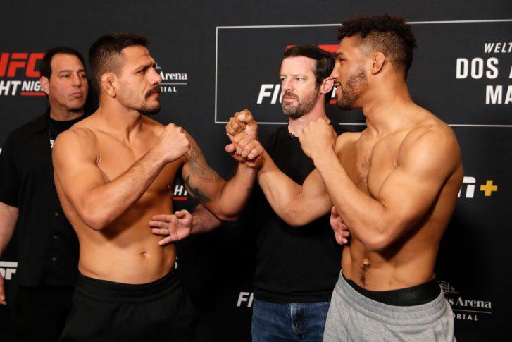 UFCファイトナイト・ロチェスター:公式計量後にフェイスオフに臨んだハファエル・ドス・アンジョスとケビン・リー【アメリカ・ニューヨーク州ロチェスター/2019年5月17日(Photo by Michael Owens/Zuffa LLC/Zuffa LLC via Getty Images)】