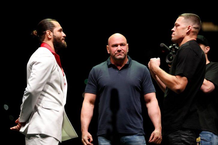 UFC 244:記者会見でフェイスオフに臨んだホルヘ・マスヴィダルとネイト・ディアス【アメリカ・ニューヨーク州ニューヨーク/2019年9月19日(Photo by Michael Owens/Zuffa LLC/Zuffa LLC)】