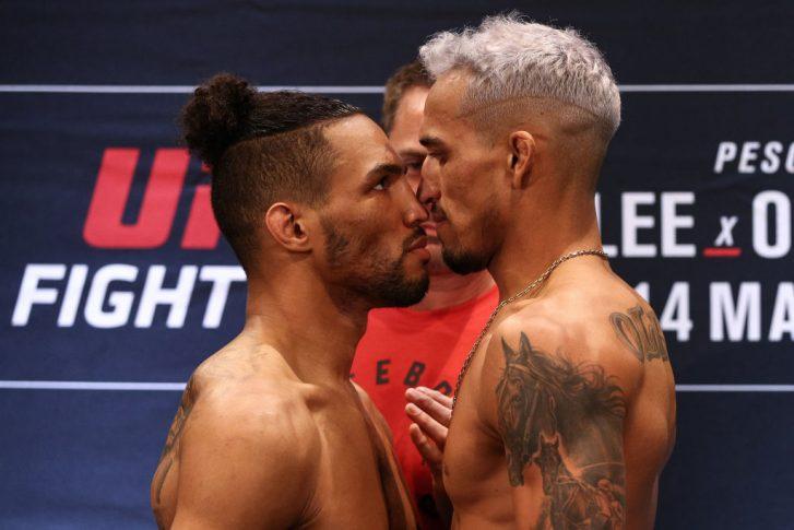 UFCファイトナイト・ブラジリア:公式計量後のフェイスオフに臨んだケビン・リーとチャールズ・オリベイラ【ブラジル・ブラジリア/2020年3月13日(Photo by Buda Mendes/Zuffa LLC/Zuffa LLC via Getty Images)】