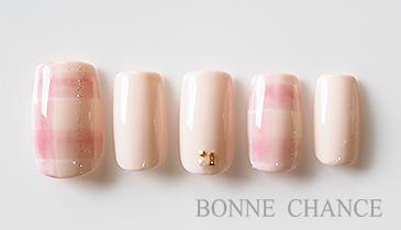 ピンクのチェックがガーリーなラブリーネイル 秋冬らしさを感じさせるチェックとシンプルなワンカラーで組み合わせました。