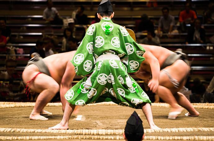 元横綱・千代の富士が死去。「ウルフ」のニックネームで親しまれた彼の人生とは