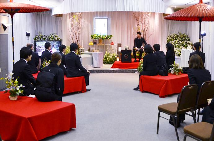 オーダーメイド葬儀とは? 葬儀会場でお茶会や山々のパネルを展示!?