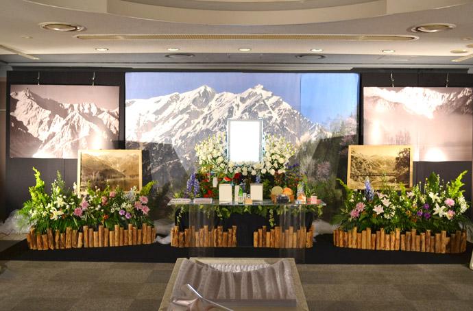 オーダーメイド葬儀とは? 葬儀会場でお茶会や山々のパネルを展示