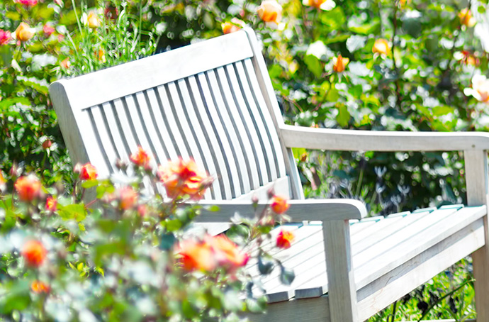 季節の花祭壇 ベンチ